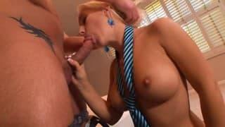 Segretaria regala del gran buon sesso al suo capo
