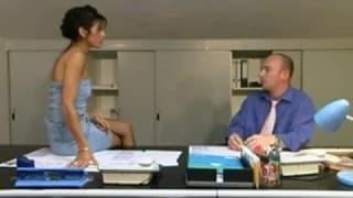 Una segretaria che adora la sodomia