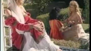 Due lesbiche si leccano al sole