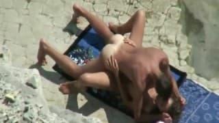 Un troietta scopata in spiaggia