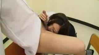 Bella piacere studente orientale con un dildo!