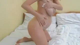 Una scopata di una russa incinta davanti alla telecamera