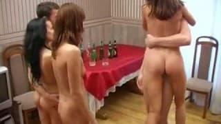 Grande sesso di gruppo tra giovani arrapati
