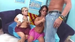 Due nane scopano con un uomo in calore