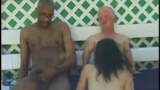 Una donna scopa con un nano e un bel nero