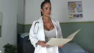 Un'infermiera che ama passare bene il tempo