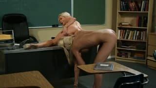 Una studentessa con la sua insegnante lesbica