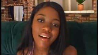 Questa giovane nera ha dei seni fantastici