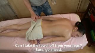 Adolescente scopata dal suo massaggiatore