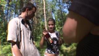 Una grande gang bang nel bosco