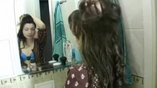 A 18 anni viene scopata in bagno