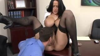 Carmella Bing una segretaria con un fisico indimenticabile