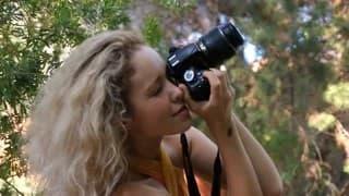 Una fotografa che vuole godere della natura