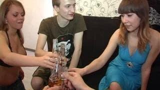 Sesso tra giovani dopo un drink