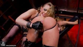 Kagney Linn Karter e Amy Brooke porno lesbo speciale
