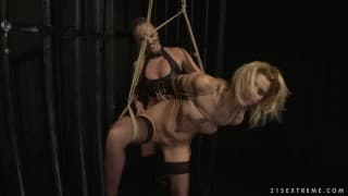 Dorina Gold e Cindy Hope per del bdsm