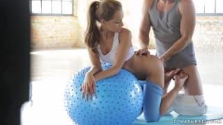 Sophie Lynx una bella scopata con l'insegnante di educazione fisica