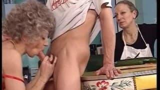 Compilation di scene di sesso con persone anziane
