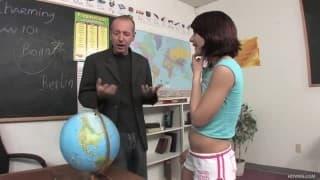 Dahlia DeNyle - il cazzo del suo prof è enorme
