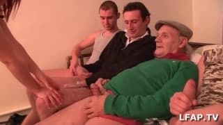 Piccola puttana francese scopata da 4 ragazzi