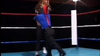 Un nano la scopa sul ring