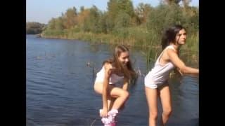 Due ragazze che amano coccolarsi