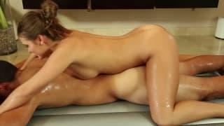 Il massaggio sexy di Abby Cross