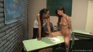 Sessione di BDSM con Mandy Bright e Bambi