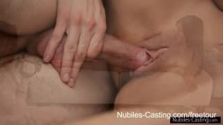Casting porno con due giovani e sensuali e brune