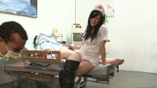 Vanessa Naughty- infermiera sporca in una gang-bang