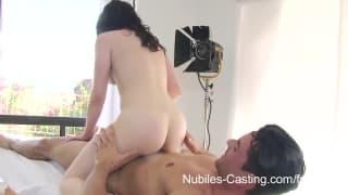 Nubiles Casting - Un'adolescente che fa di tutto per soldi
