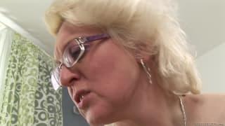 Bella Baby fa sesso lesbo con una matura