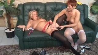 Due lesbiche mature porcelle e i loro sextoy