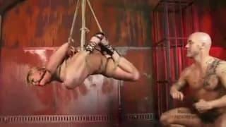 Scopata hardcore in scena bondage bollente