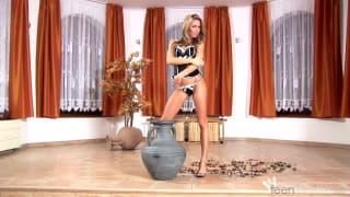 Veronika Fasterova farà uno striptease sexy