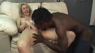 Erica Lauren in una relazione con un uomo nero