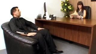 Carrie Ann vuole scopare nel suo ufficio