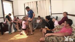 Festa Hardcore con un gruppo di studenti