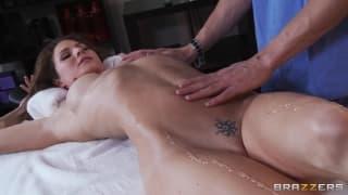 Jenni Lee ha un massaggio sensuale oggi