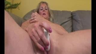 Sunny Shores è una nonna che ama scopare