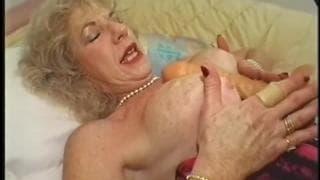 Diane Richards scopa con un nero più giovane