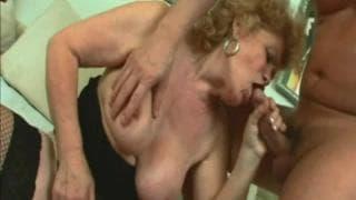 Renata è una nonna bionda che ama scopare
