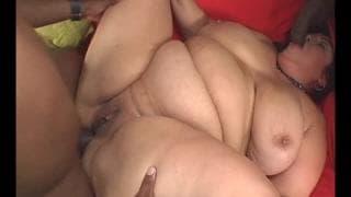 Rikki Waters è una grassa che ama i cazzi neri