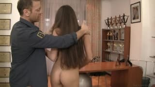 Nessa ha il culo penetrato per la prima volta