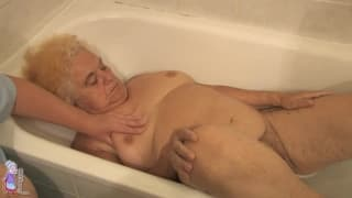 Hermine si da un bel bagno caldo
