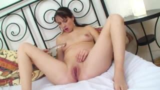 Una donna incinta che ama i dildo