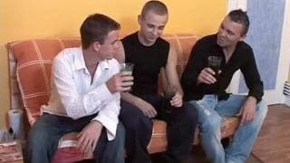 Questi tre gay sanno come divertirsi