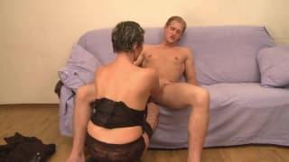 un giovane scopa con una donna matura !