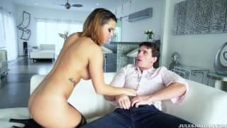 Keisha è sul divano con Manuel Ferrara