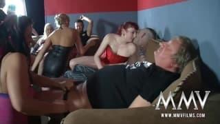 Una sessione di gruppo con un po' di milf